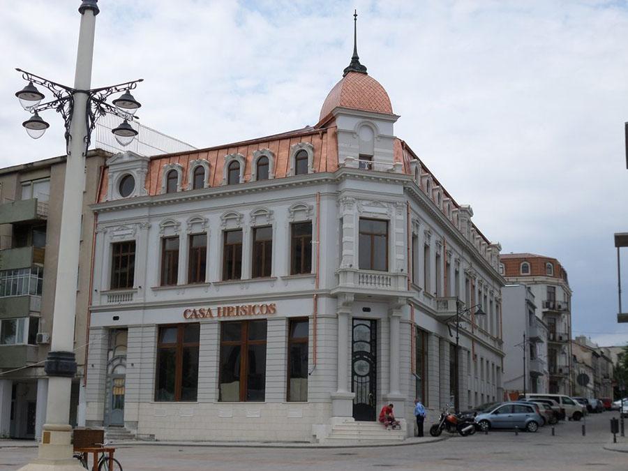 In curand Casa Hrisicos si Beef Club in Piata Ovidiu